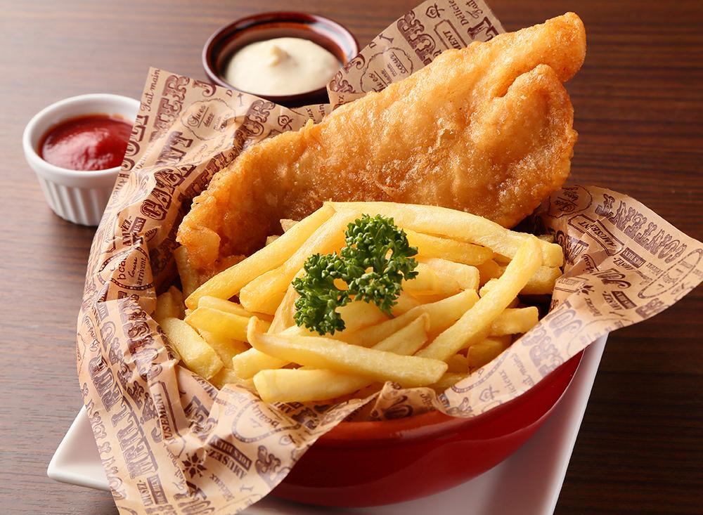 大ぶりの白身魚で食べ応え十分のフィッシュ&チップス | 750円
